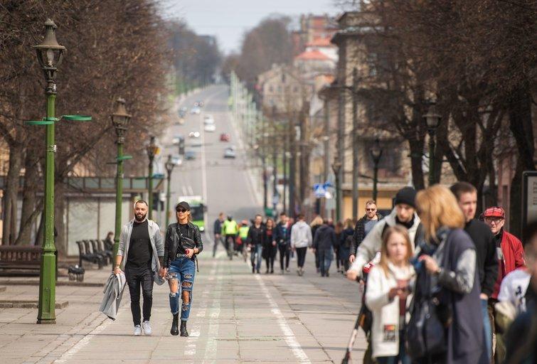 Pavasariški orai savaitgalį pakvietė gyventojus laukan: Kauno ir Vilniaus gatvės knibždėte knibždėjo (nuotr. Fotodiena.lt)