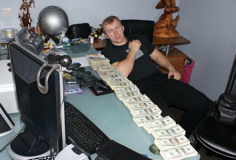 M. Taraškevičius mėgo demonstruoti nelegaliai uždirbtus pinigus  (nuotr. asm. archyvo)