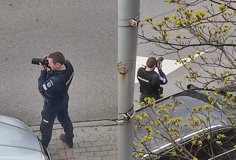 Vilniuje nufotografuotas pareigūnas su fotoaparatu: paaiškėjo, kokie pažeidimai fiksuojami (nuotr. Reidas Vilniuje) (nuotr. facebook.com)
