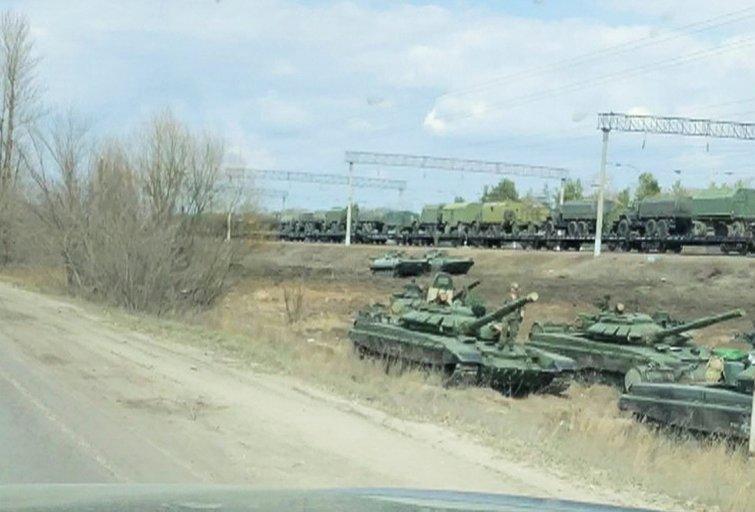 Rusijos karinė technika, vežama link sienos su Ukraina (nuotr. SCANPIX)