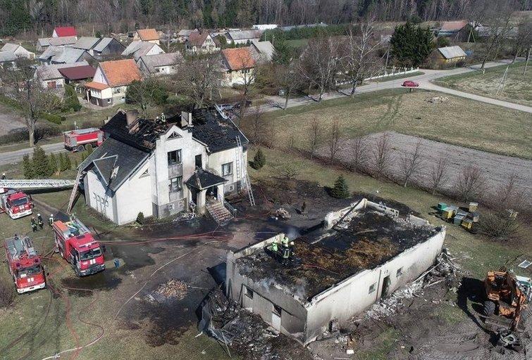 Dega namas (nuotr. Rolandas Žalgevičius, Facebook paskyra 112)