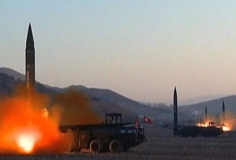 Šiaurės Korėja paleido balistinę raketą (nuotr. SCANPIX)