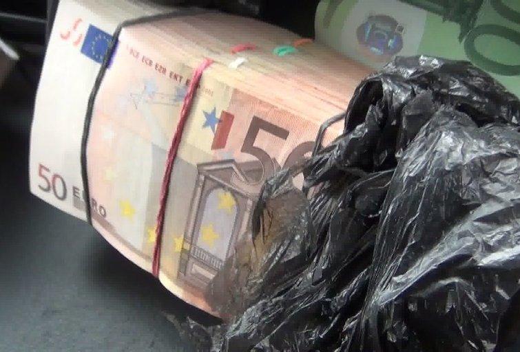 Į muitinės kriminalistų pasalą įkliuvo vairuotojas, slapta vežęs apie 700 tūkst. eurų (nuotr. Organizatorių)