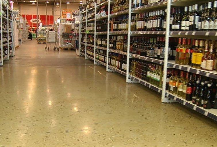 Kaip Lietuva gyvena be alkoholio akcijų: pirkėjai kol kas pasimetę (nuotr. TV3)