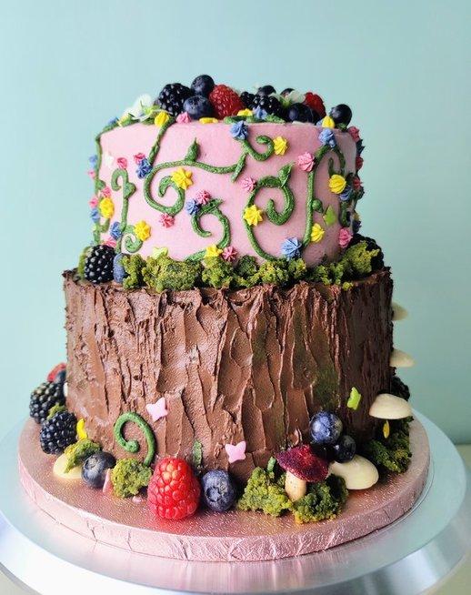 Kaunietės gaminami veganiški desertai primena meno kūrinius
