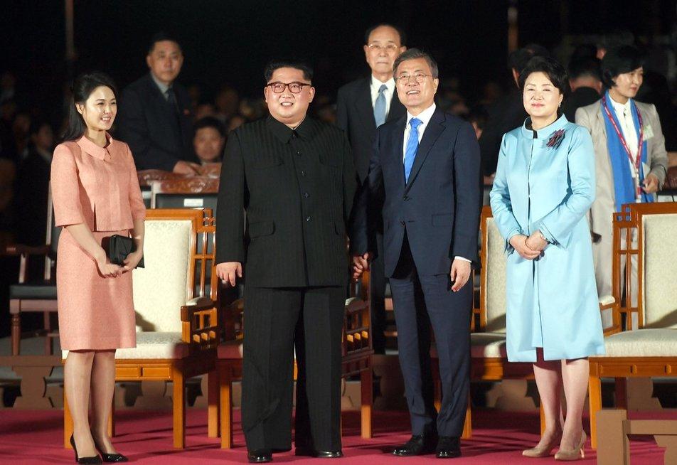 Kim Jong Unas ir Moon Jae-inas (nuotr. SCANPIX)