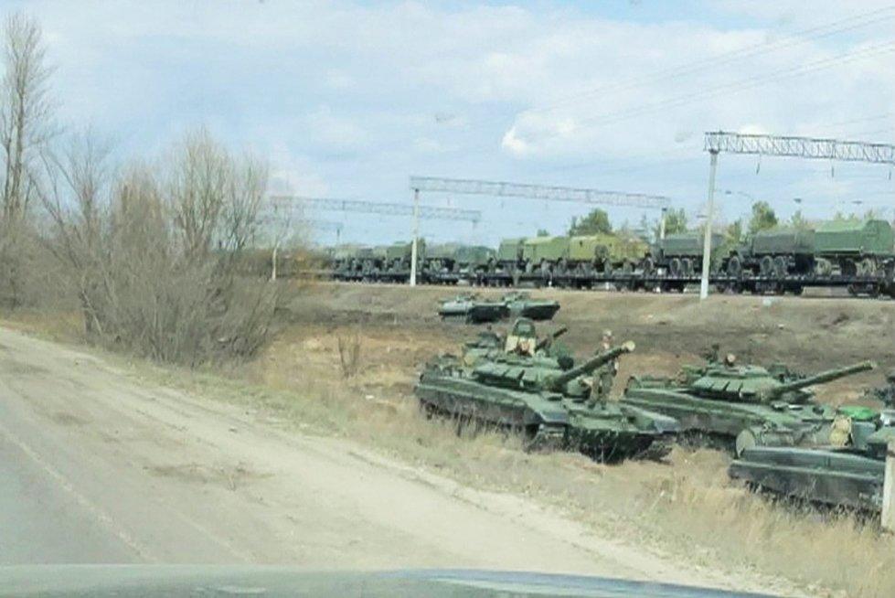 Rusijos karinė technika, vežama link sienos su Ukraina