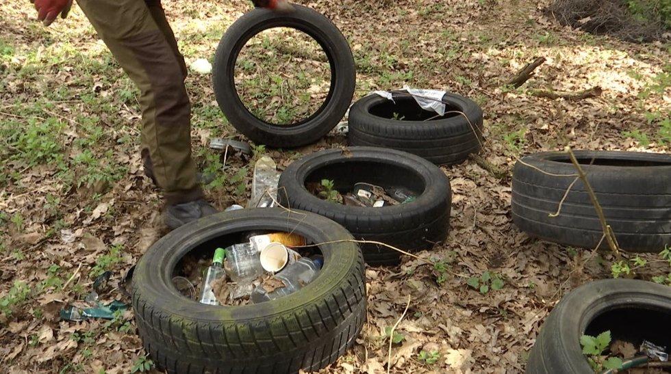 Šiukšlininkams ruošiamas apynasris: už išpiltas atliekas miške ne tik bauda