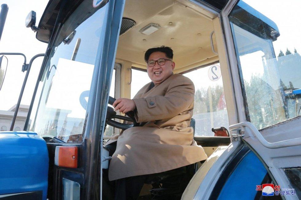 Šiaurės korėjiečiams uždrausta linksmintis ir vartoti alkoholį (nuotr. SCANPIX)