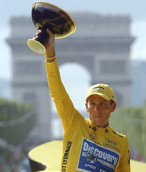 """L. Armstrongas net septyniskart buvo tapęs prestižinių """"Tour de France' varžybų čempionu."""