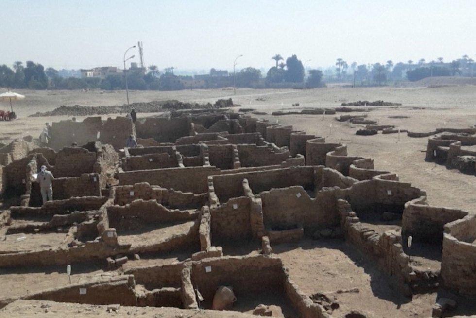 """Atkasė prarastą senovės miestą – titualo """"Egipto Pompėja"""" (nuotr. stop kadras)"""