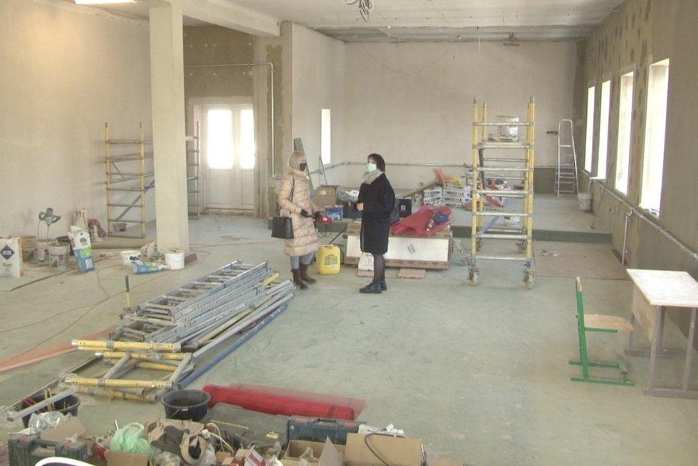 Panevėžio moterų kalėjime remontuojant patalpas – netikėtas radinys ant sienos (nuotr. stop kadras)