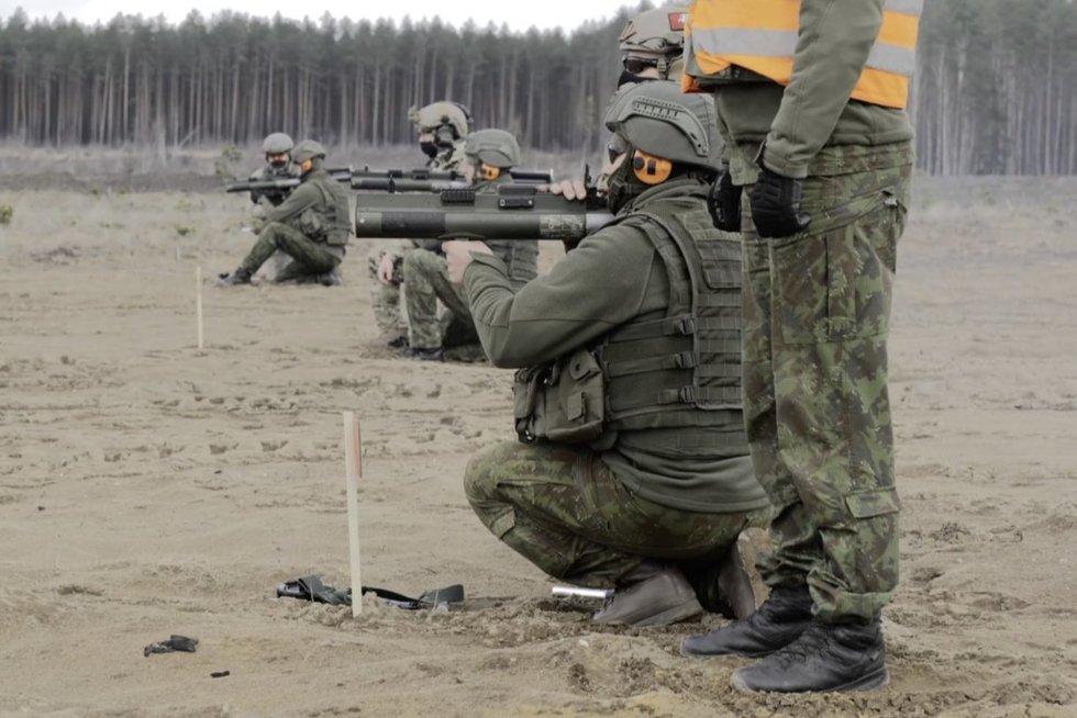 Lietuvai perduota granatsvaidžių už 10 milijonų dolerių: vienkartiniai, bet žalos padarytų nemažai (nuotr. stop kadras)