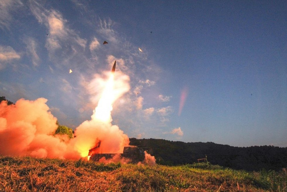 Pasaulinė grėsmė: Šiaurės Korėja rengiasi paleisti tarpkontinentinę raketą (nuotr. SCANPIX)