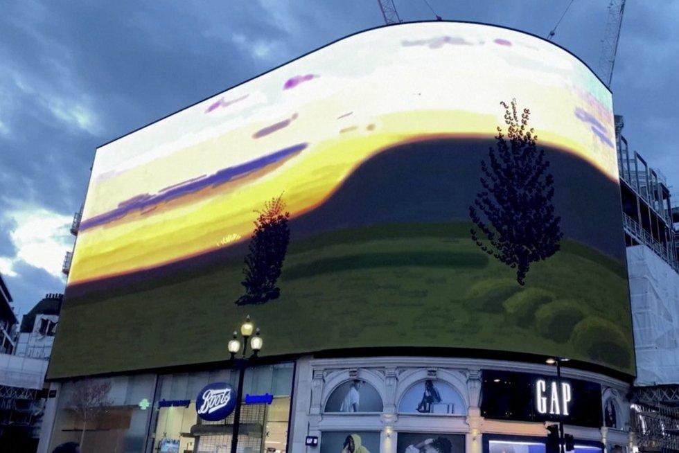 Londone nušvito meno instaliacija – taip britams bando suteikti vilties (nuotr. stop kadras)