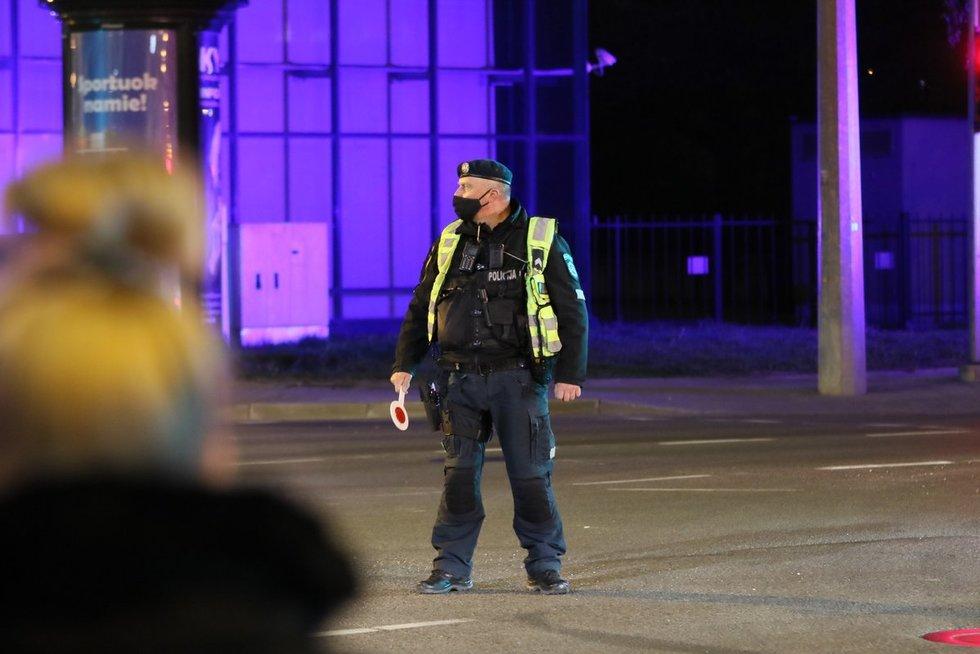 Vilniaus centre rasta bomba išvežta sunaikinti (nuotr. Broniaus Jablonsko)