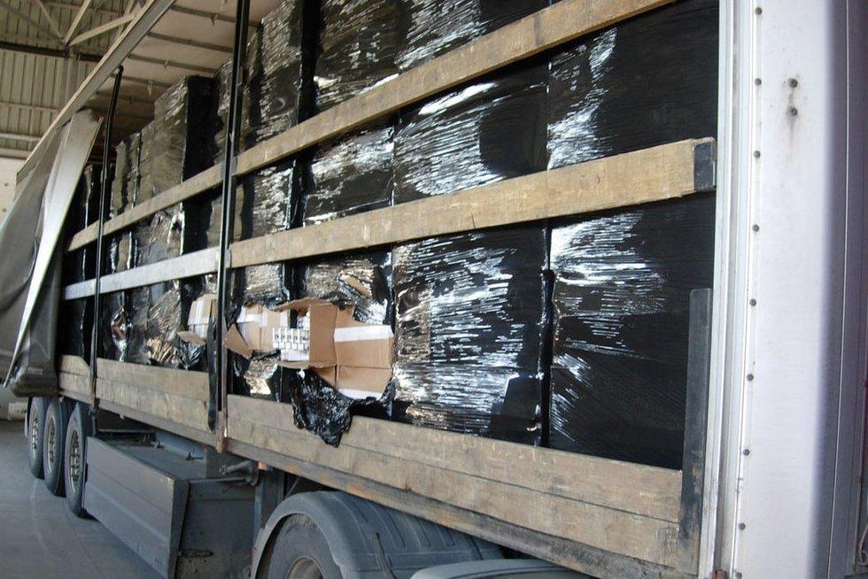 Muitininkai sulaukė milijono eurų vertės kontrabandą (nuotr. VSAT)