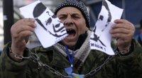 """Į gatves išėję ukrainiečiai šaukia """"Janukovyčiui – Gėda!"""" (nuotr. SCANPIX)"""