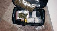 Kaune sulaikyti 6 kg narkotikų turėję ir, manoma, įkalinimo vietose juos platinę vaikinai (nuotr. Policijos)