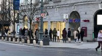 Vilniuje žmonės stovi didžiulėse eilėse prie parduotuvių (nuotr. skaitytojo)
