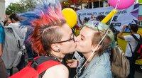 """Trečiosios Baltic Pride 2016 eitynės """"Už lygybę!"""". Karštas bučinys. (nuotr. Eimanto Genio)"""