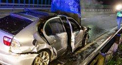 Įvykus avarijai Vilniuje liepsnos prarijo beveik visą automobilį