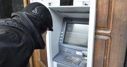 Nemokami grynieji užsienyje: bankai nutyli svarbią detalę