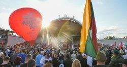 """Lietuvą drebino """"Didysis šeimos gynimo maršas"""": Pakso pasveikinimas, skriejantys kiaušiniai ir kritika valdžiai"""