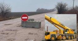 Internete plinta įrašas: betono bloką nuo kelio patraukia už 30 eurų