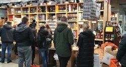 Lietuviai apsipirko Lenkijoje: alkoholį tempė dėžėmis