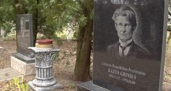 Pasienyje gyvenantis pensininkas savo kiemą pavertė paminklų parku