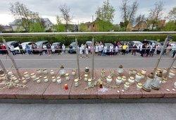 Prie Šiaulių ligoninės – minia žmonių: uždegtos žvakutės mirusiai medikei