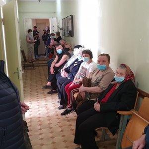 Kaimo senoliai rodo pavyzdį: vakcinuotis vyksta autobusais ir dar kaimynus atsiveža
