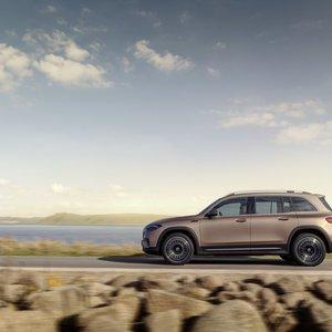 """""""Mercedes-Benz"""" pristato šeimai skirtą elektra varomą naują visureigį"""