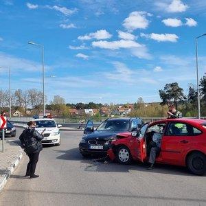 """""""Ford Focus"""" ir BMW kaktomuša sostinėje: avariją sukėlęs vyriškis įpūtė virš 3 promilių"""
