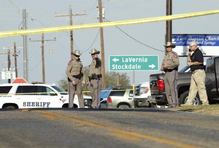 Šaudynės Teksase: šaulys nesigailėjo net vaikų (nuotr. SCANPIX)