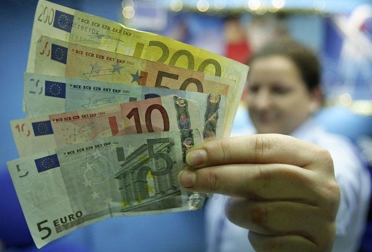 """600 eurų visiems: pirmieji suomių įspūdžiai apie pinigus """"iš dangaus' (nuotr. SCANPIX)"""