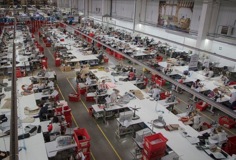 Minkštų baldų gamyba (nuotr. LRVK   Darius Janutis)