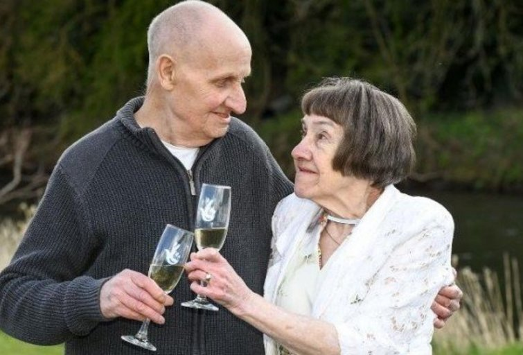 Denis Fawsittas su žmona Anna (nuotr. Twitter)