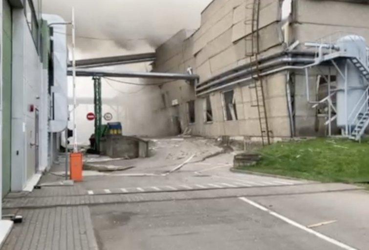 Vaizdai iš Klaipėdoje nugriaudėjusio sprogimo medienos įmonėje (nuotr. stop kadras)