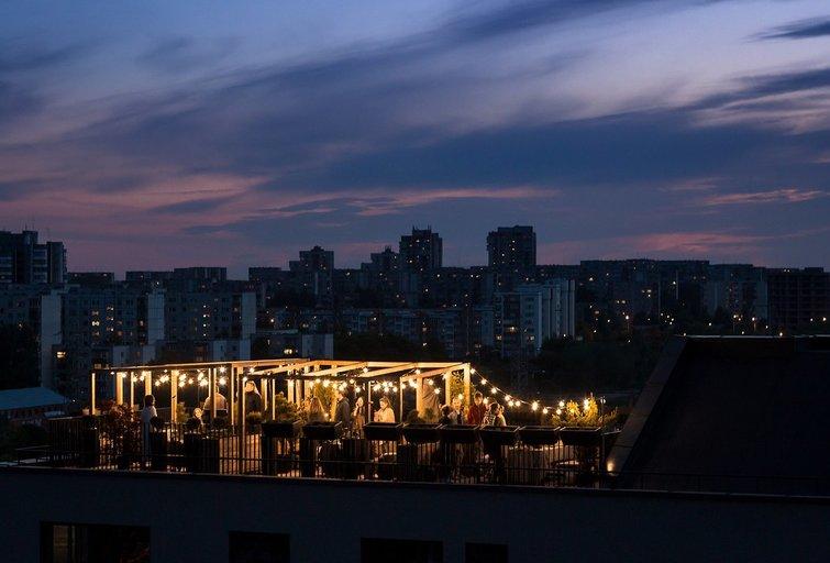 Įrengtos aukščiausiai ant daugiabučių stogų žaliuojančios terasos Lietuvoje (nuotr. bendrovės)
