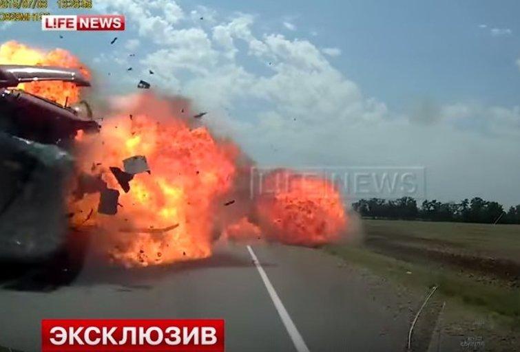 Reakcija ar sėkmė? Šiurpios avarijos metu motina ir jos dukrytė išsigelbėjo tik per plauką (nuotr. YouTube)