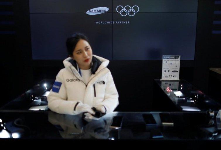 """""""Pjongčangas-2018"""" prasidėjo komišku nemokamų """"Samsung"""" telefonų istorijos skandalu (nuotr. SCANPIX)"""