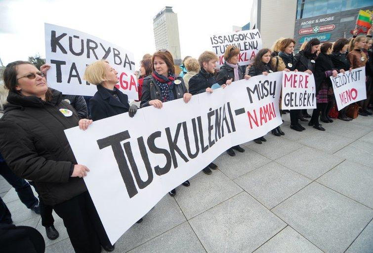 Moksleivių piketas dėl Tuskulėnų vidurinės mokyklos (nuotr. Fotodiena/Domantas Pipas)