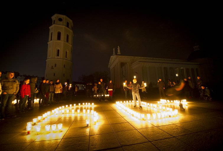 """Lietuva mini """"Žemės valandą"""" (nuotr. Fotodiena.lt/Edvardo Blaževičiaus)"""
