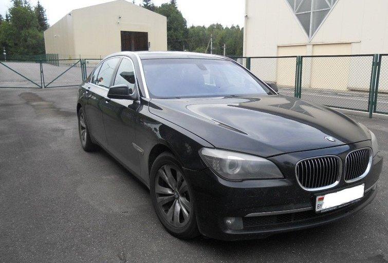 Baltarusio rizika nepasiteisino – muitinėje paliko ir kontrabandą, ir prabangų BMW (nuotr. lrmuitine)