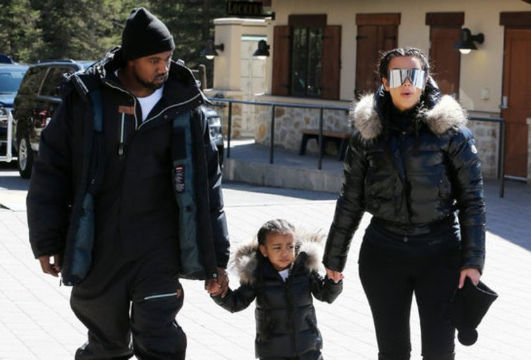 Kardashianų šeima kalnuose (nuotr. Vida Press)