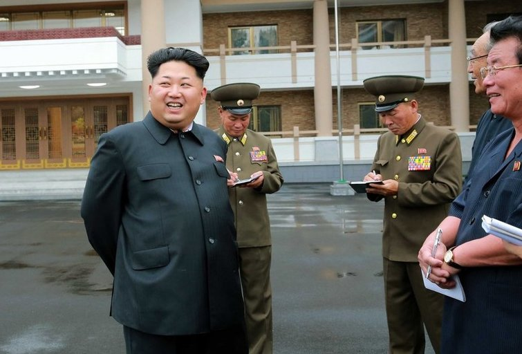 Kim Jong Unas stebi pasaulį (nuotr. SCANPIX)