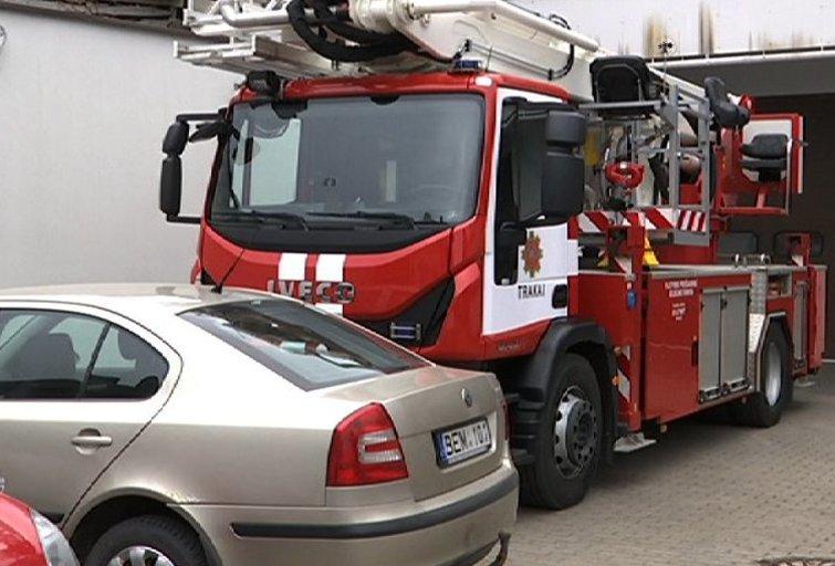 Ugniagesių automobilio keltuvas (nuotr. TV3)