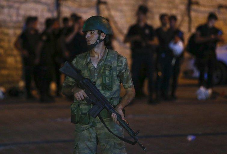 Karinis perversmas Turkijoje: į sostinę įvesta kariuomenė (nuotr. SCANPIX)